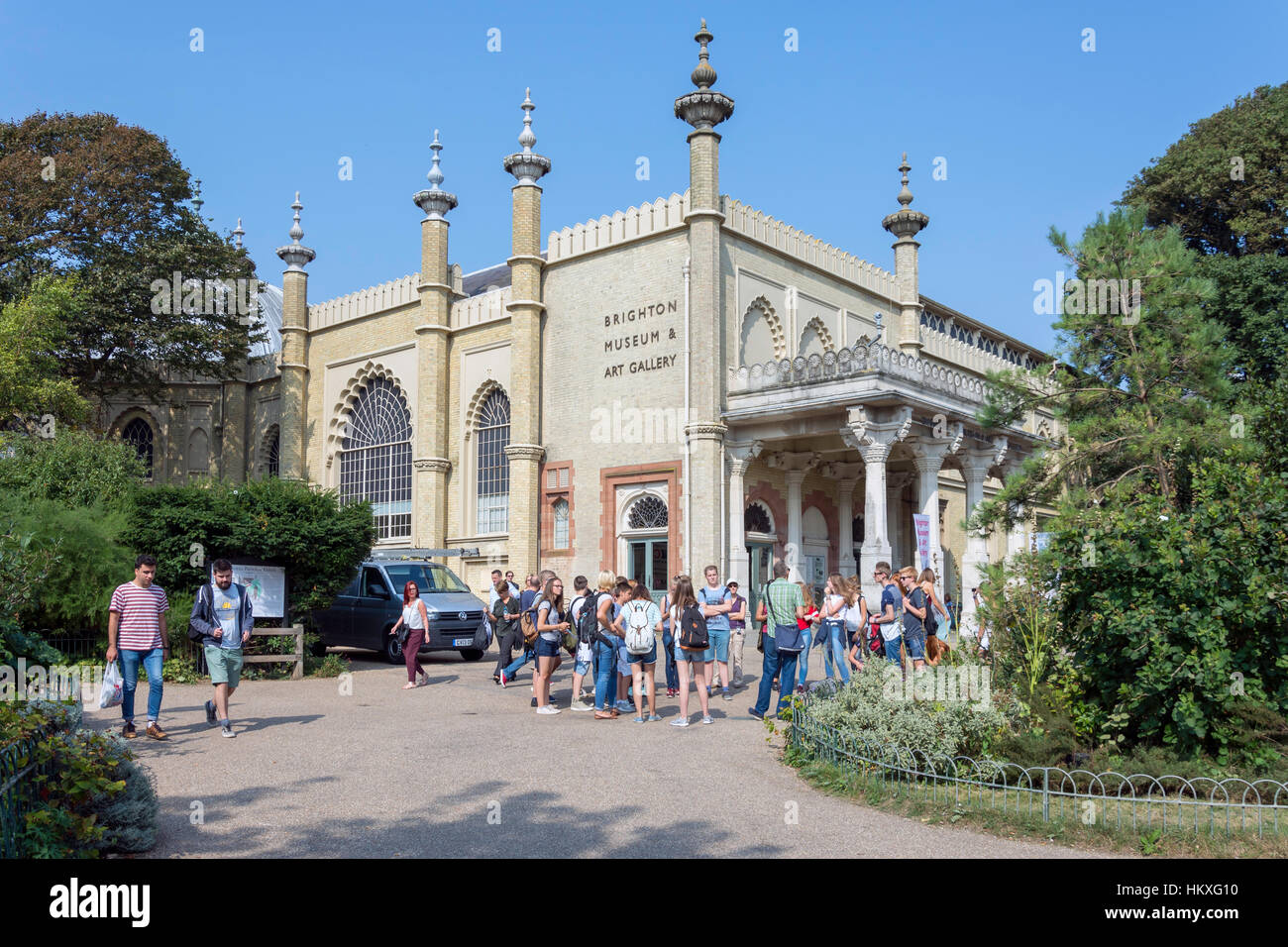 School group at Brighton Museum & Art Gallery, Royal Pavilion Gardens, Brighton, East Sussex, England, United - Stock Image