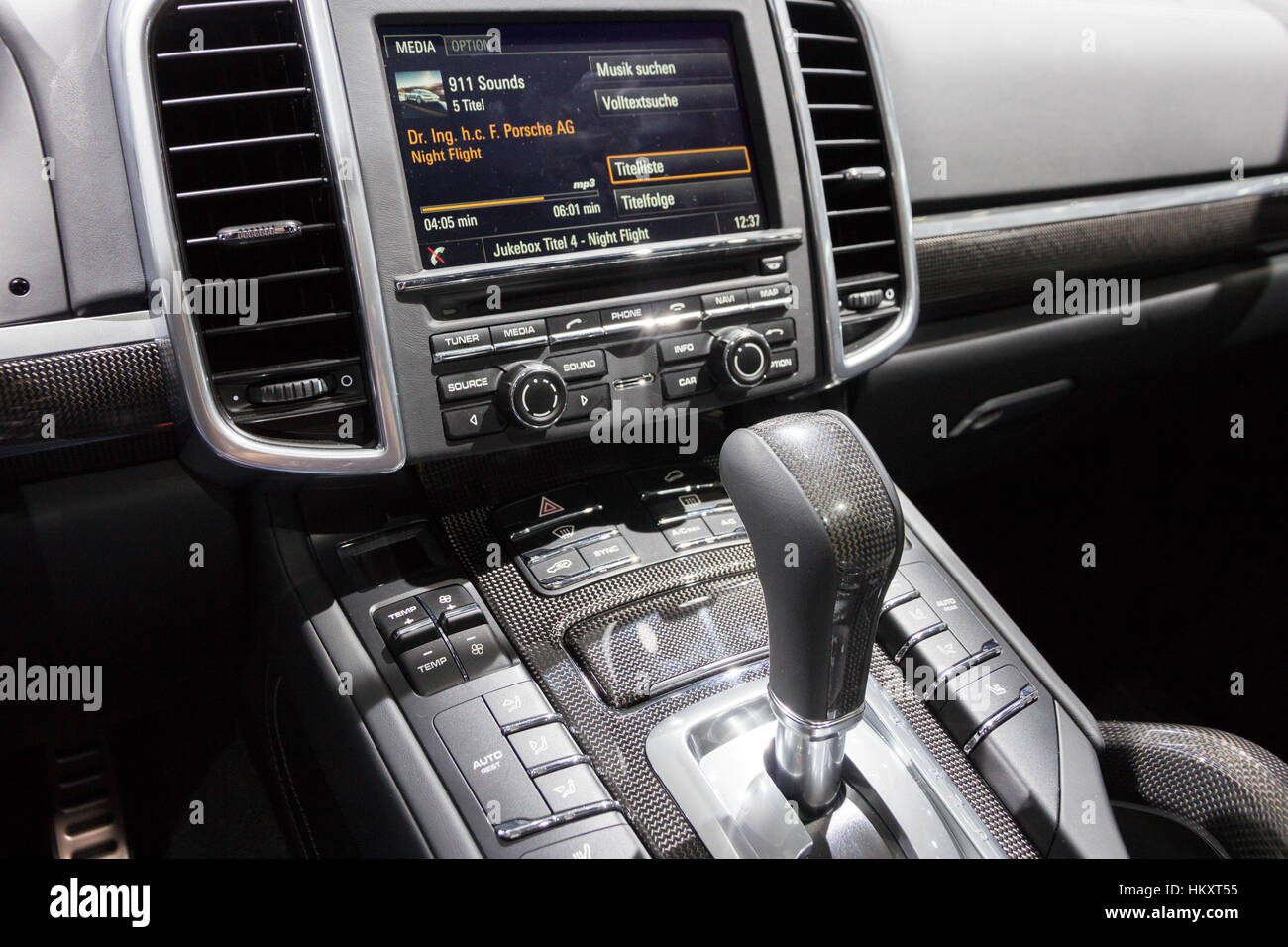 Porsche Cayenne High Resolution Stock Photography And Images Alamy
