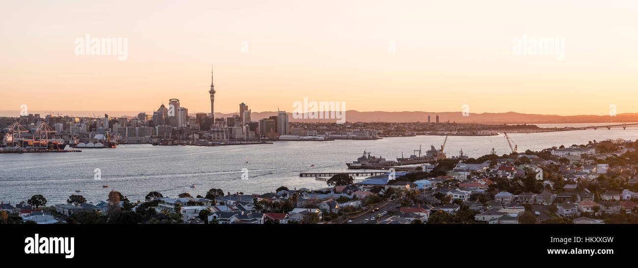Sunset, Waitemata Harbour, Sky Tower, skyline with skyscrapers, Central Business District, Auckland Region, North - Stock Image