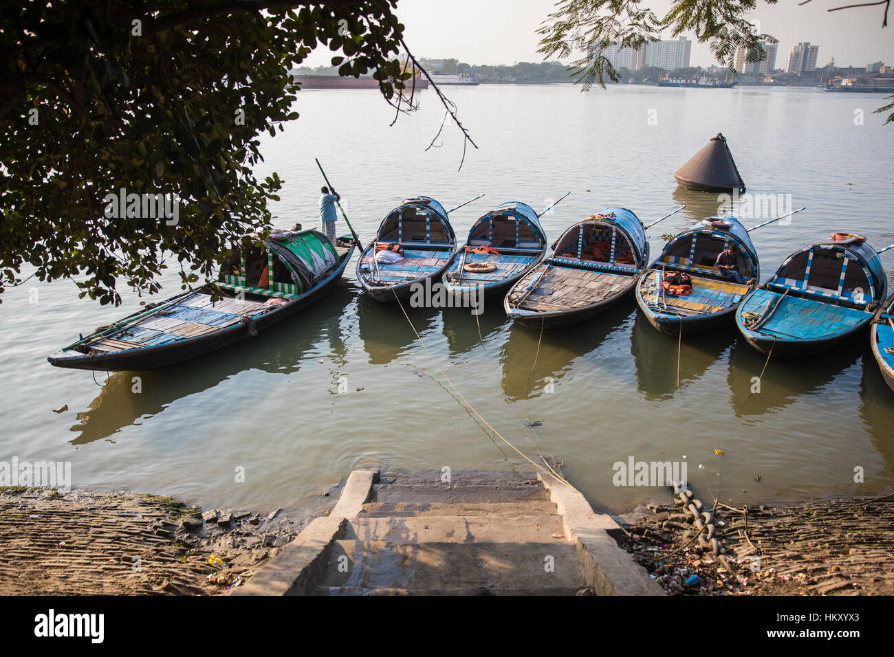 Boats on the Hooghly River in Kolkata (Calcutta), West Bengal, India. - Stock Image