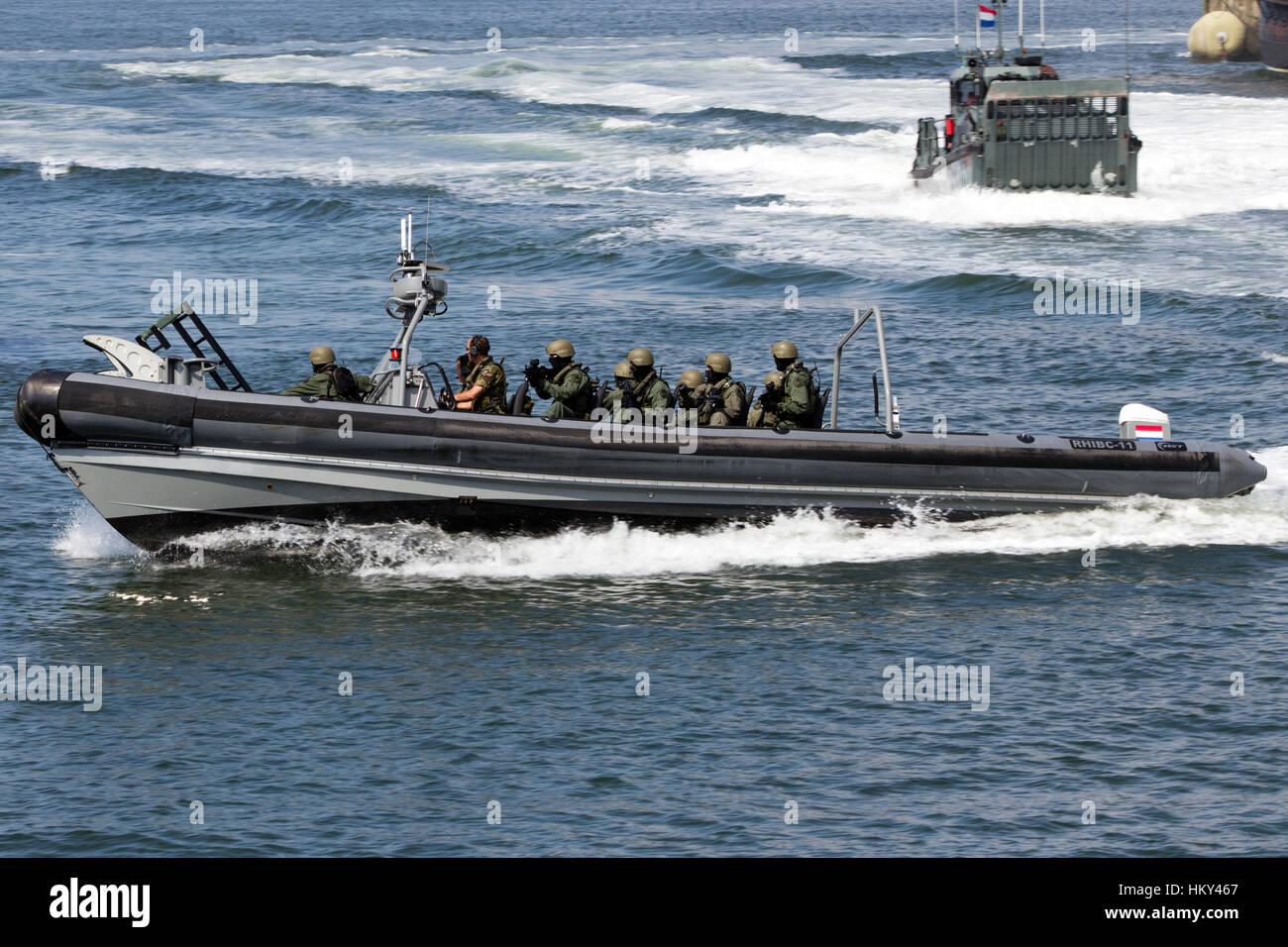 Den Helder The Netherlands July 7 Dutch Swat Team In A Speedboat Stock Photo Alamy