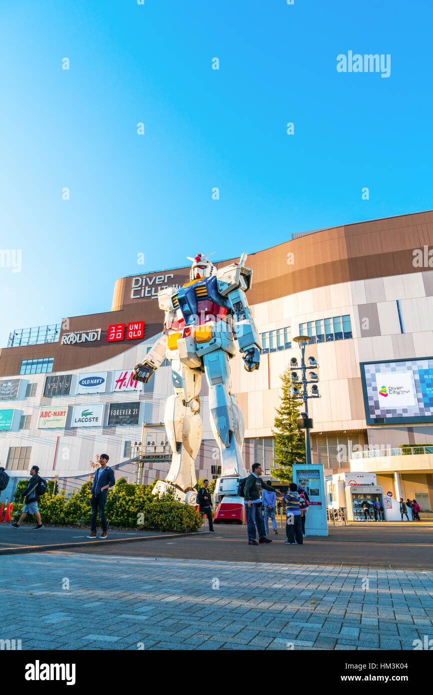 Full size Gundam Performances Outside DiverCity Tokyo Plaza, Odaiba, Tokyo, Japan - 27 November 2015: It is 18m - Stock Image