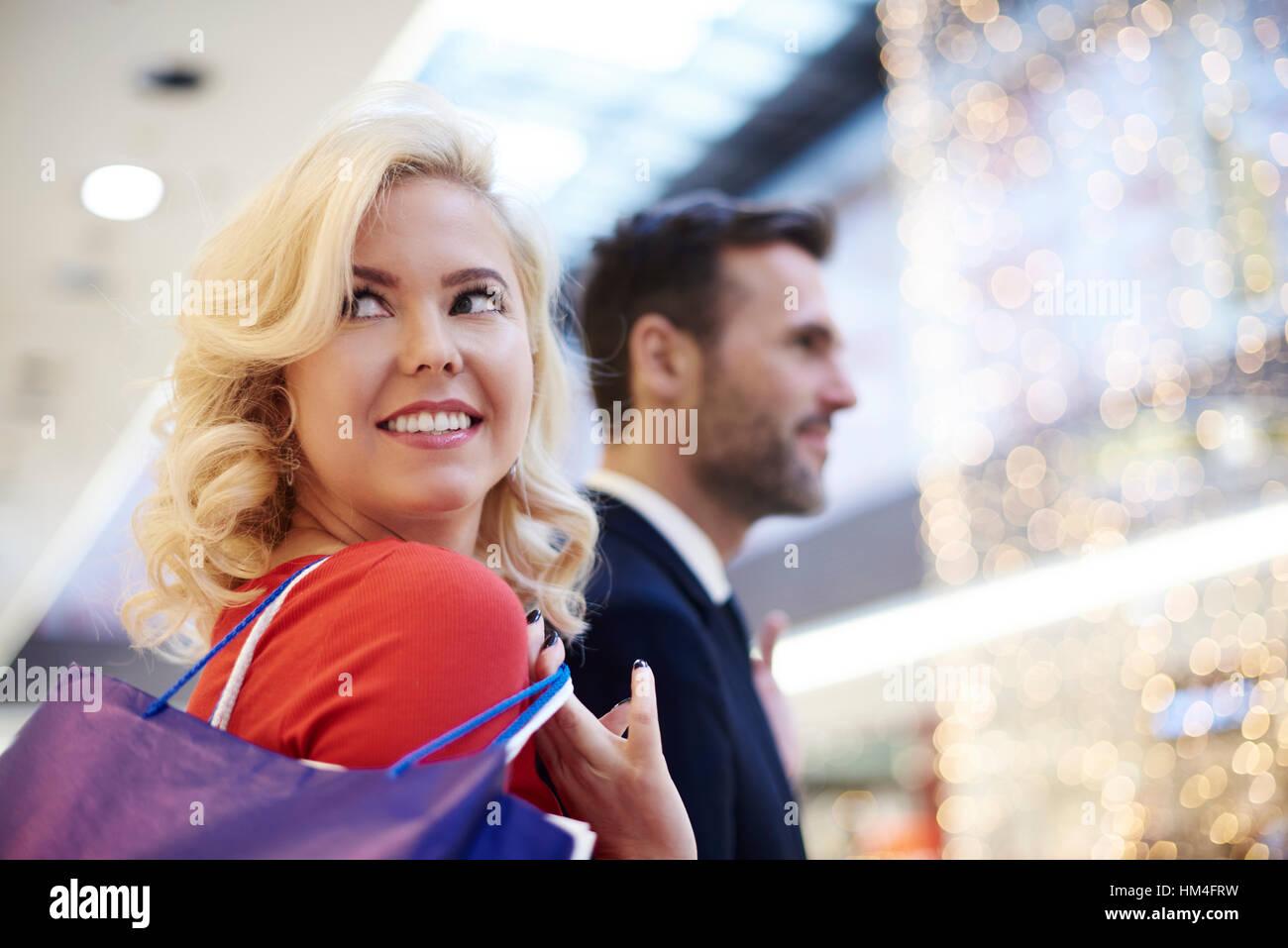 Mature couple on shopping tour - Stock Image