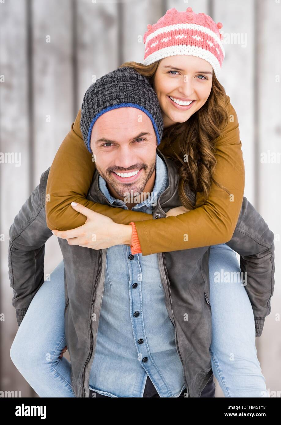 Man giving piggy back to woman - Stock Image