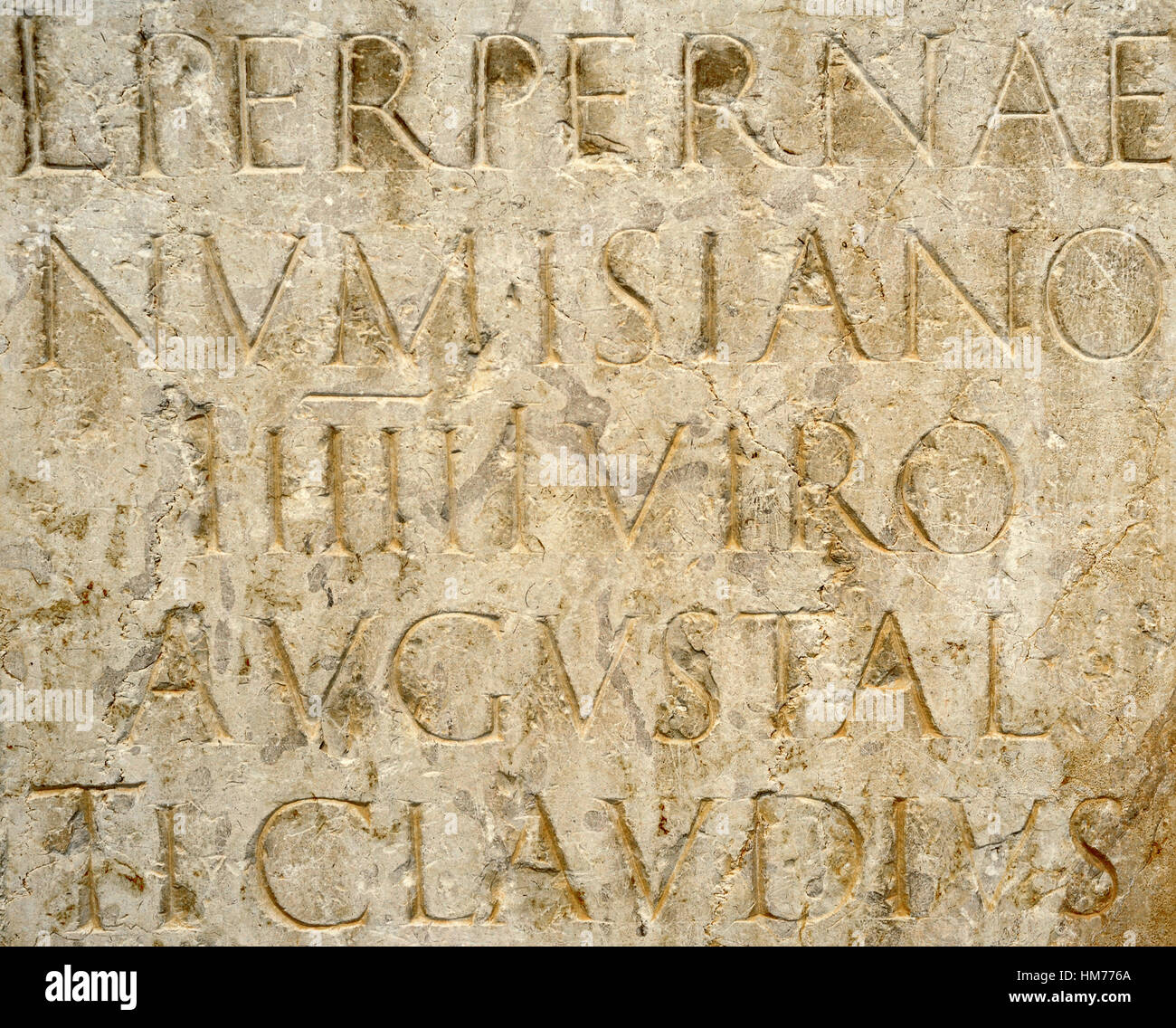 Roman statue pedestal. Dedicated to Lucius Perperna Numisianus, servir augustal( priest dedicated to the imperial - Stock Image