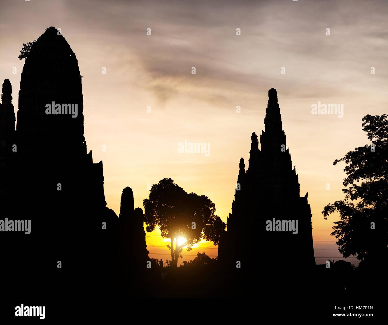 Silhouette of ancient ruined wat Chaiwatthanaram at sunset in Ayutthaya, Thailand - Stock Image
