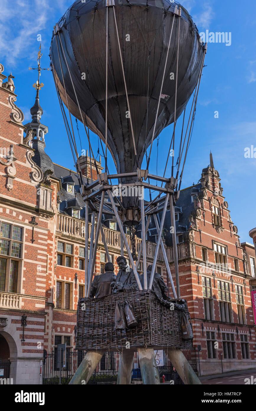 Ode aan de Vriendschap Ode to Friendship statue Leuven Belgium - Stock Image