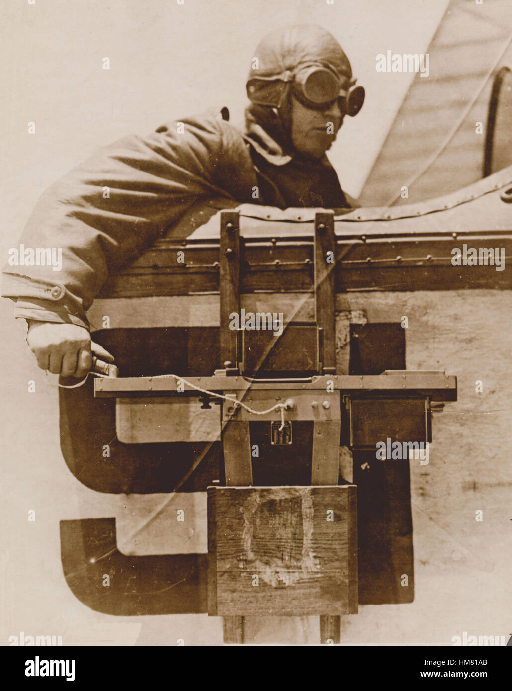 Aerial Photograpic Camera WW1 being used from the cockpit of a by-plane Stock Photo