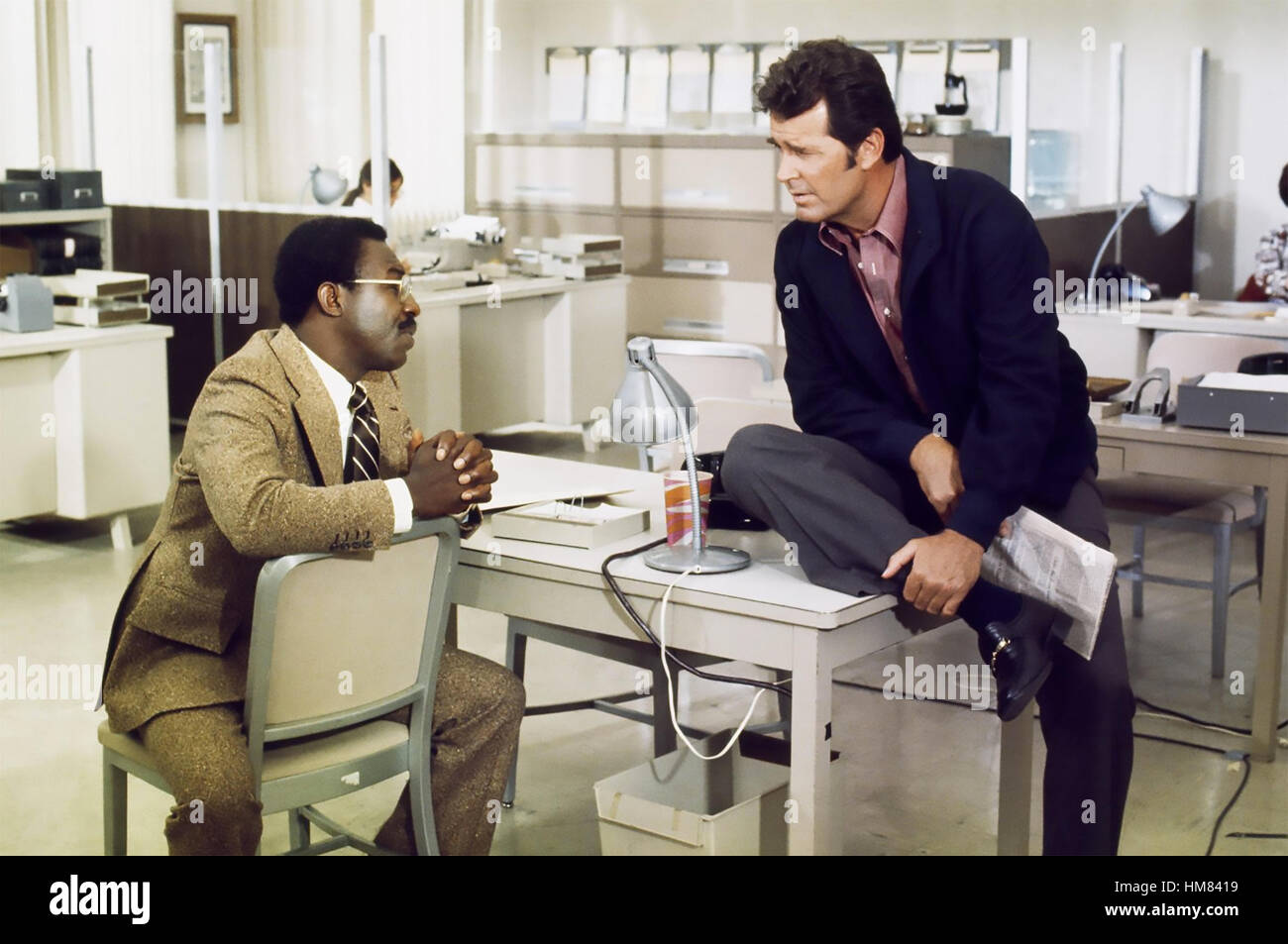 THE ROCKFORD FILES  NBC/UNIVERSAL TV series  with James Garner at right and  James McEachin in 1974 - Stock Image