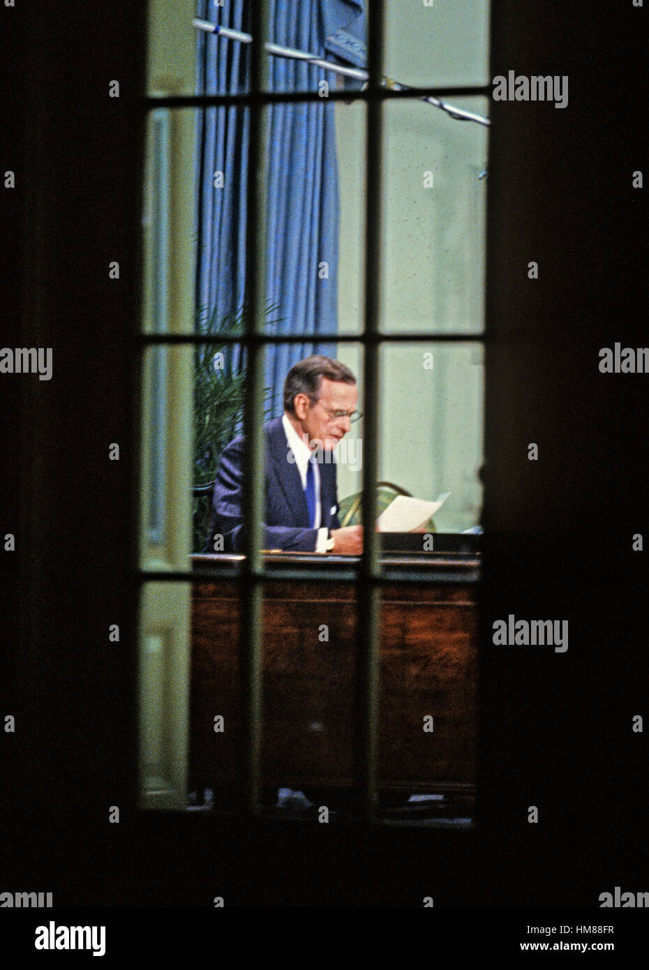 United States President George H.W. Bush rehearses his speech to announce a cease-fire in the ground operations - Stock Image
