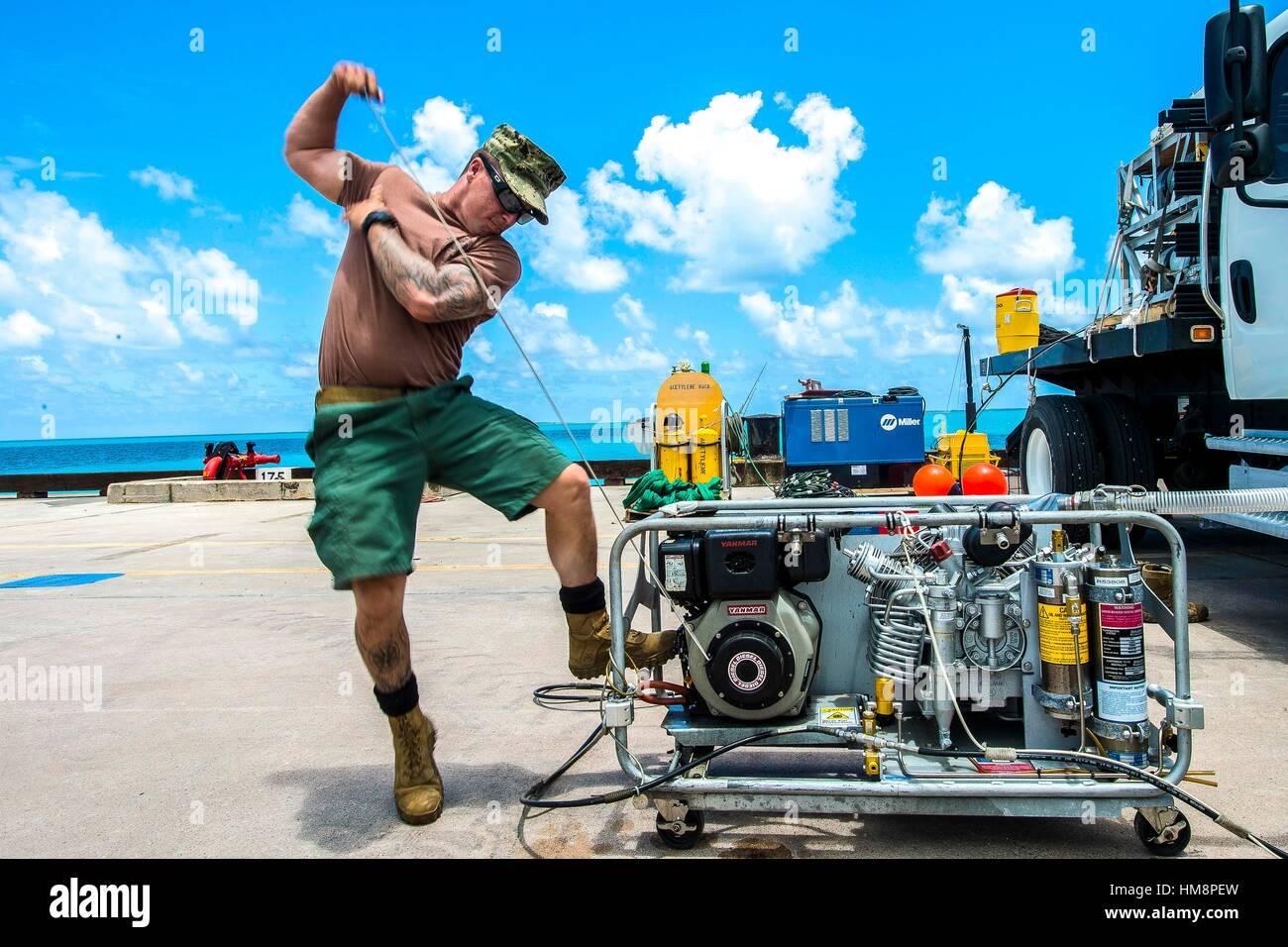 DIEGO GARCIA (Nov. 7, 2016) Chief Petty Officer Scott Schleisman, assigned to Underwater Construction Team (UCT) Stock Photo