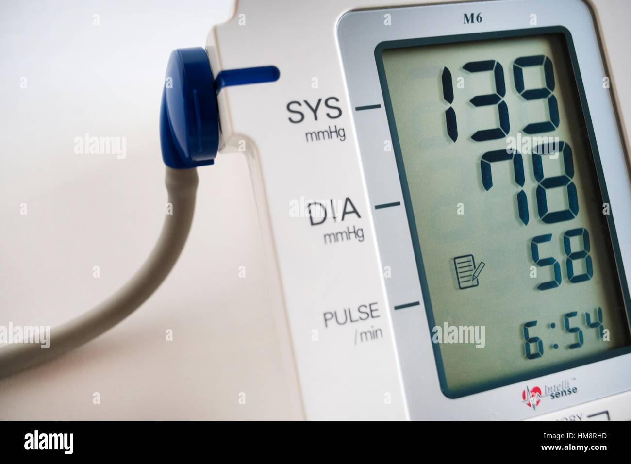 Tension arterial, aparato, medicina, Blood pressure, machine, medicine, health. Stock Photo