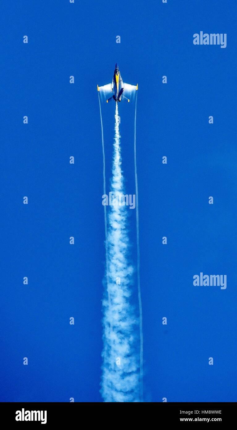 JACKSONVILLE, Fla. (Nov. 5, 2016) U. S. Navy Flight Demonstration Squadron, the Blue Angels, Opposing Solo #6 Cmdr. - Stock Image