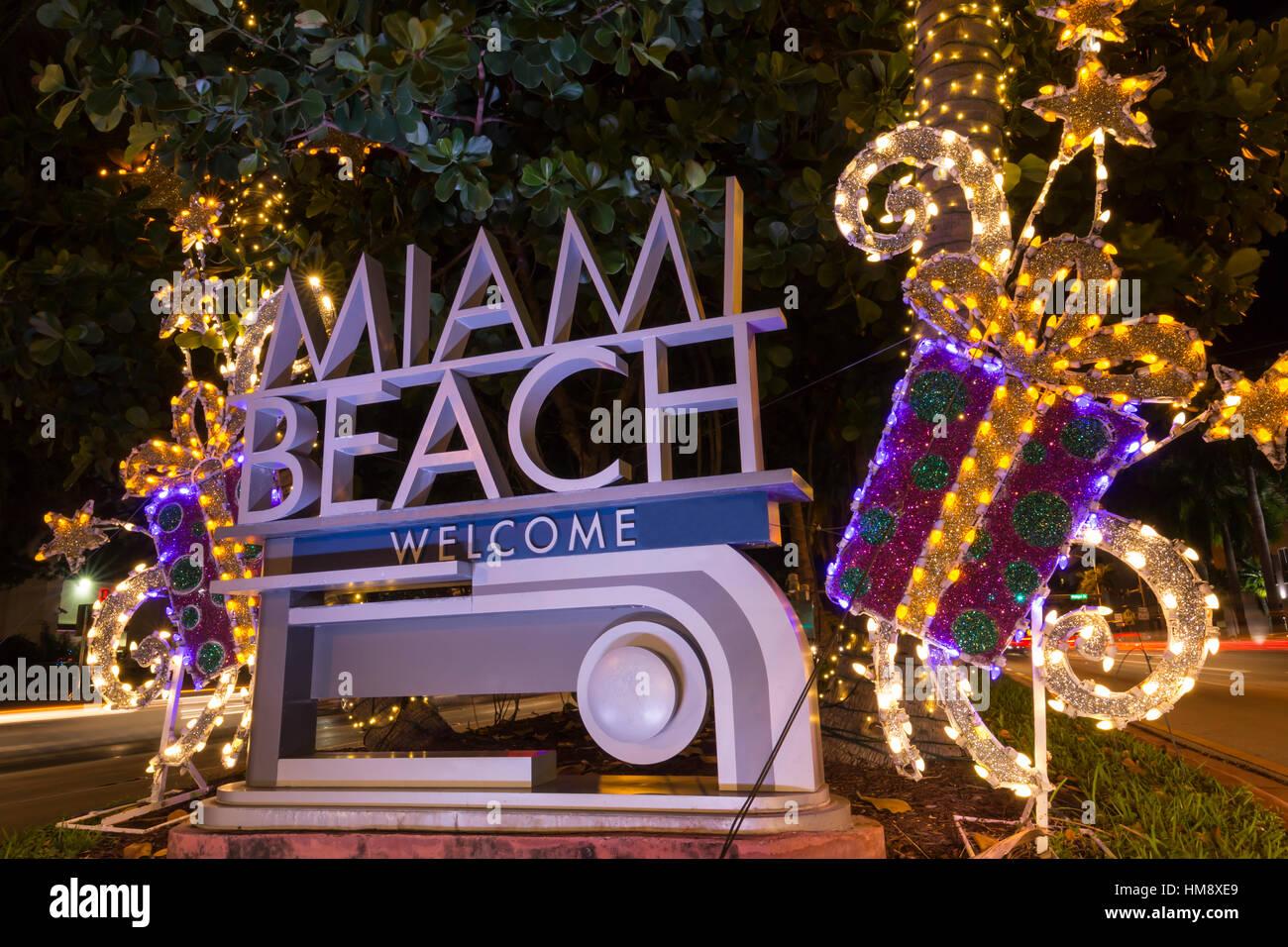 CHRISTMAS DECORATIONS ON WELCOME SIGN MIAMI BEACH FLORIDA USA Stock ...