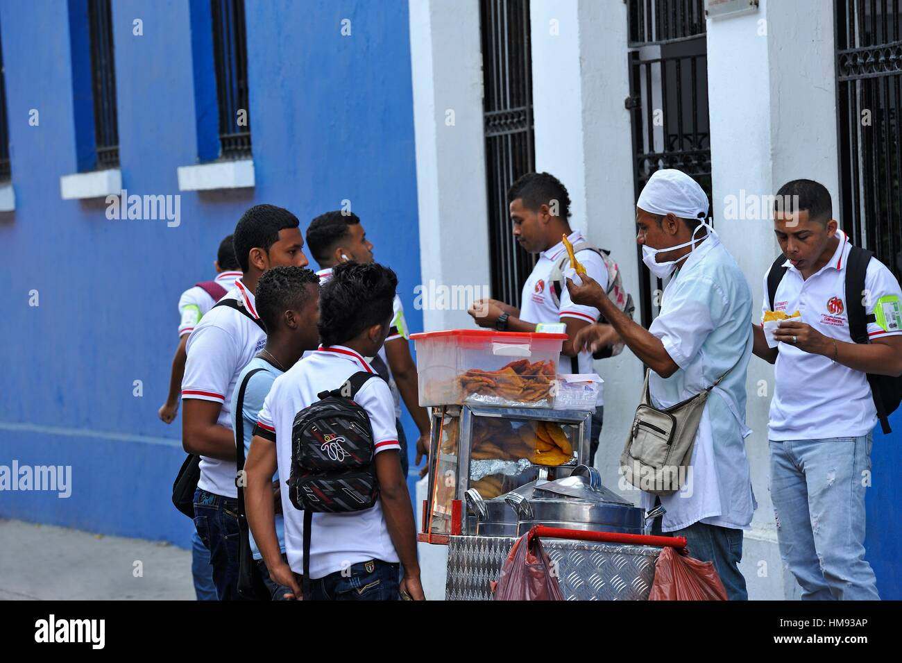 street vendor of ´´empanadas´´ in front of a school in the downtown colonial walled city, Cartagena, - Stock Image