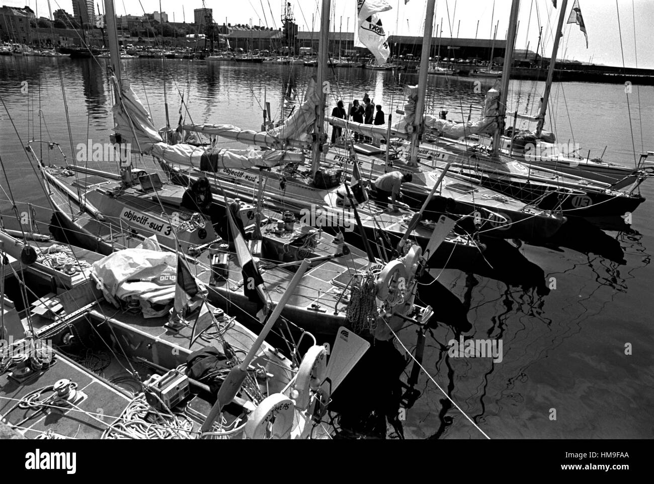 AJAXNETPHOTO. 5TH JUNE, 1976. PLYMOUTH, ENGLAND. - OSTAR 1976 - FRENCH TEAM YACHTS OBJECTIF SUD, 1,2,3 & PIERRE - Stock Image