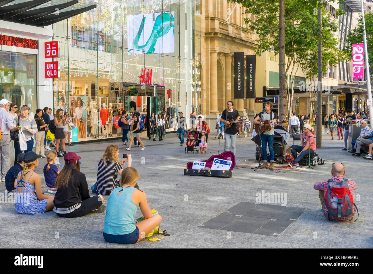 Street performers in Queen Street Mall, Brisbane - Stock Image