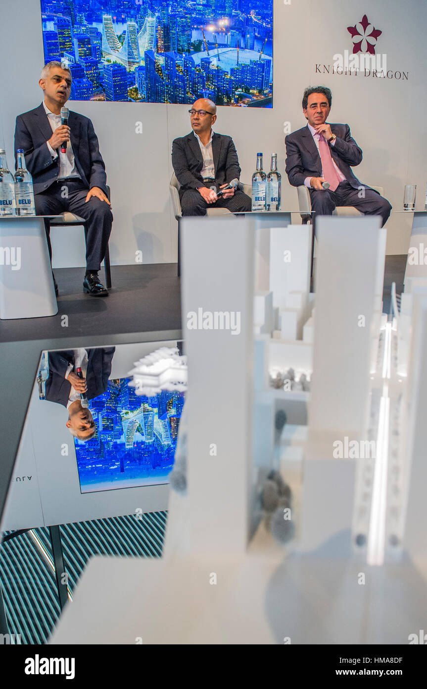 London, UK. 2nd Feb, 2017.  Sammy Lee of developer Knight Dragon, international architect Santiago Calatrava (R), - Stock Image