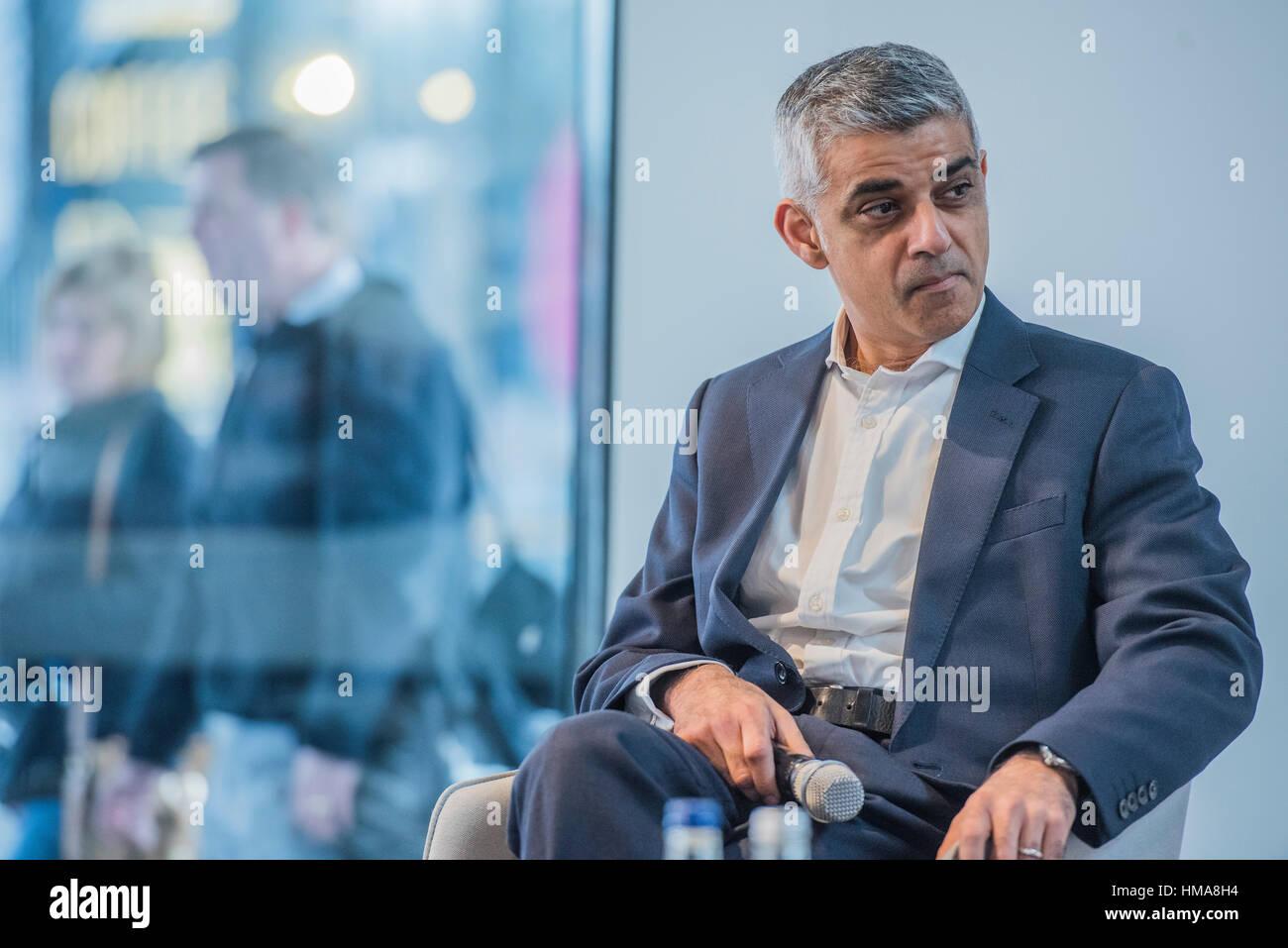 London, UK. 2nd Feb, 2017. The Mayor of London, Sadiq Khan (pictured) - with Sammy Lee and Richard Margree of developer - Stock Image