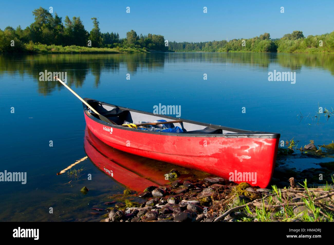 Canoe on the Willamette River, Willamette River Greenway, Marion County, Oregon. - Stock Image