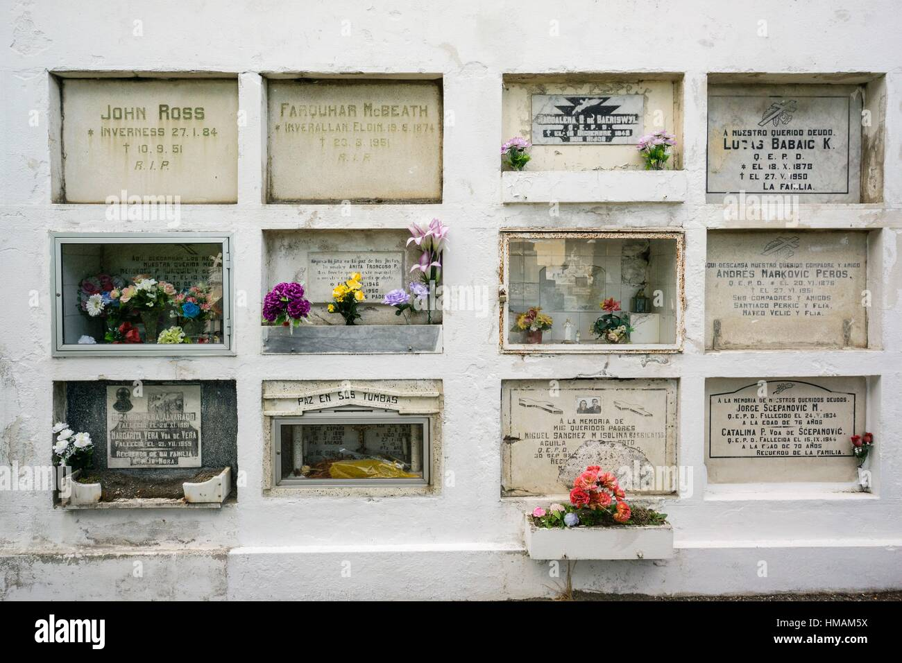 Tumbas De Inmigrantes, Cementerio Municipal Sara Braun, 1894, Punta Arenas   Sandy Point