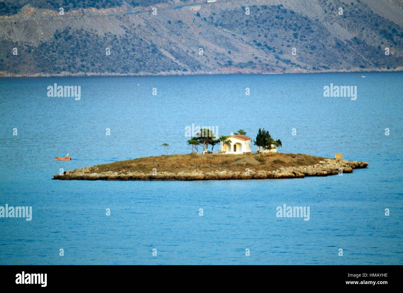 The church of Agios Konstantinos on the island of the same name in the Gulf of Itea, Greece. - Stock Image