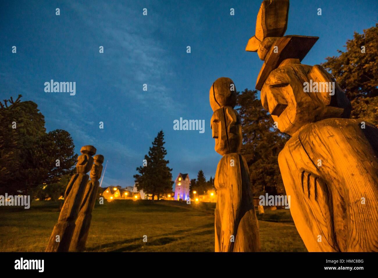 ´Chemamull´ carved wooden statues by Bernardo Oyarzún, San Carlos de Bariloche, Río Negro, Patagonia, - Stock Image