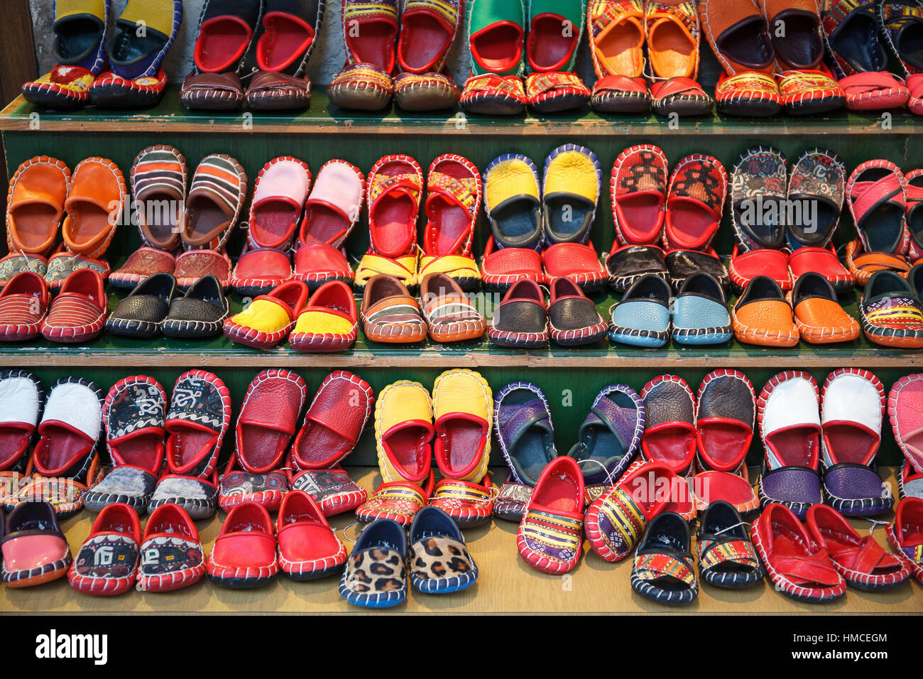 Colorful handmade leather shoes in Turkey - Stock Image