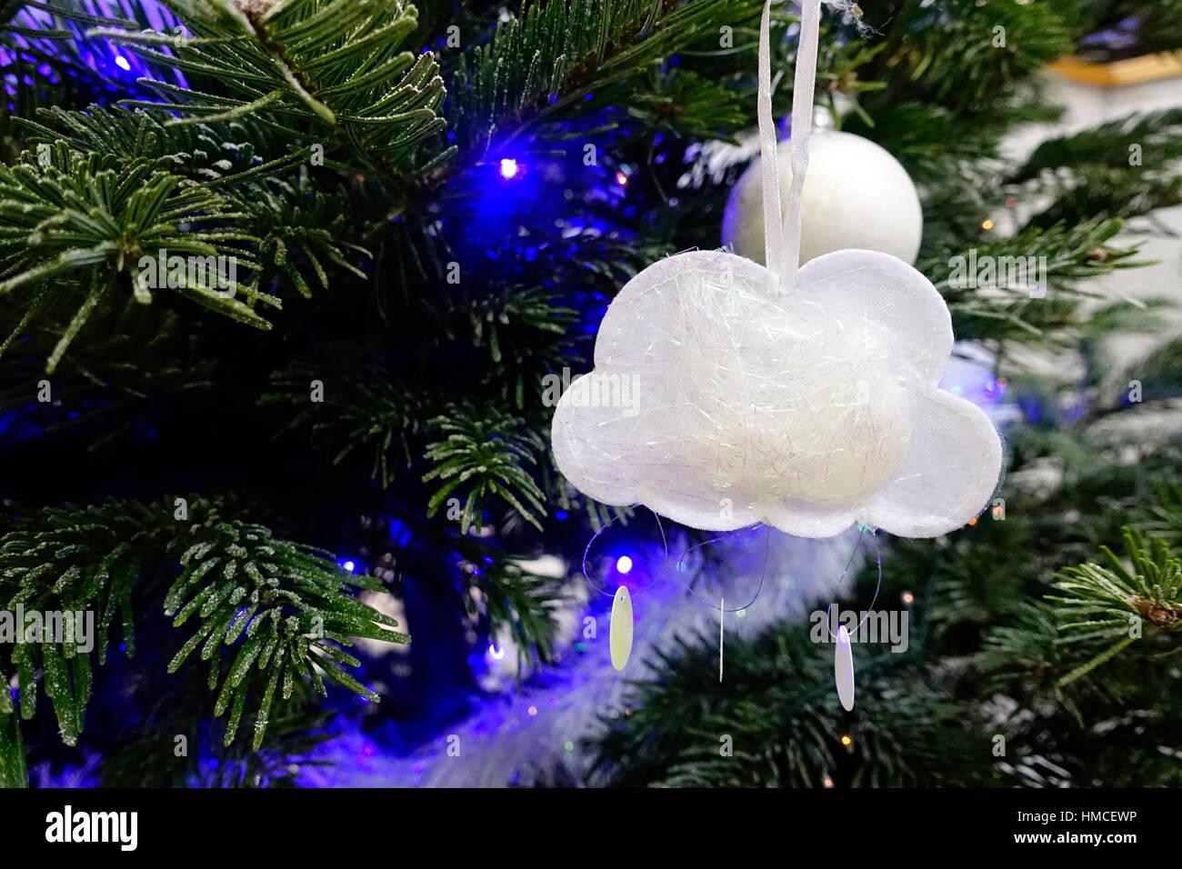 Article de décoration dans un sapin de Noël. Nuage. Stock Photo