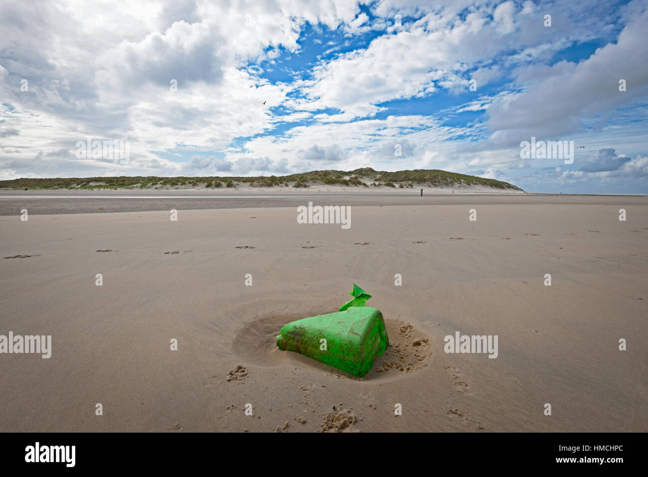Green plastic garbage on the dutch beach of Vlieland - Stock Image