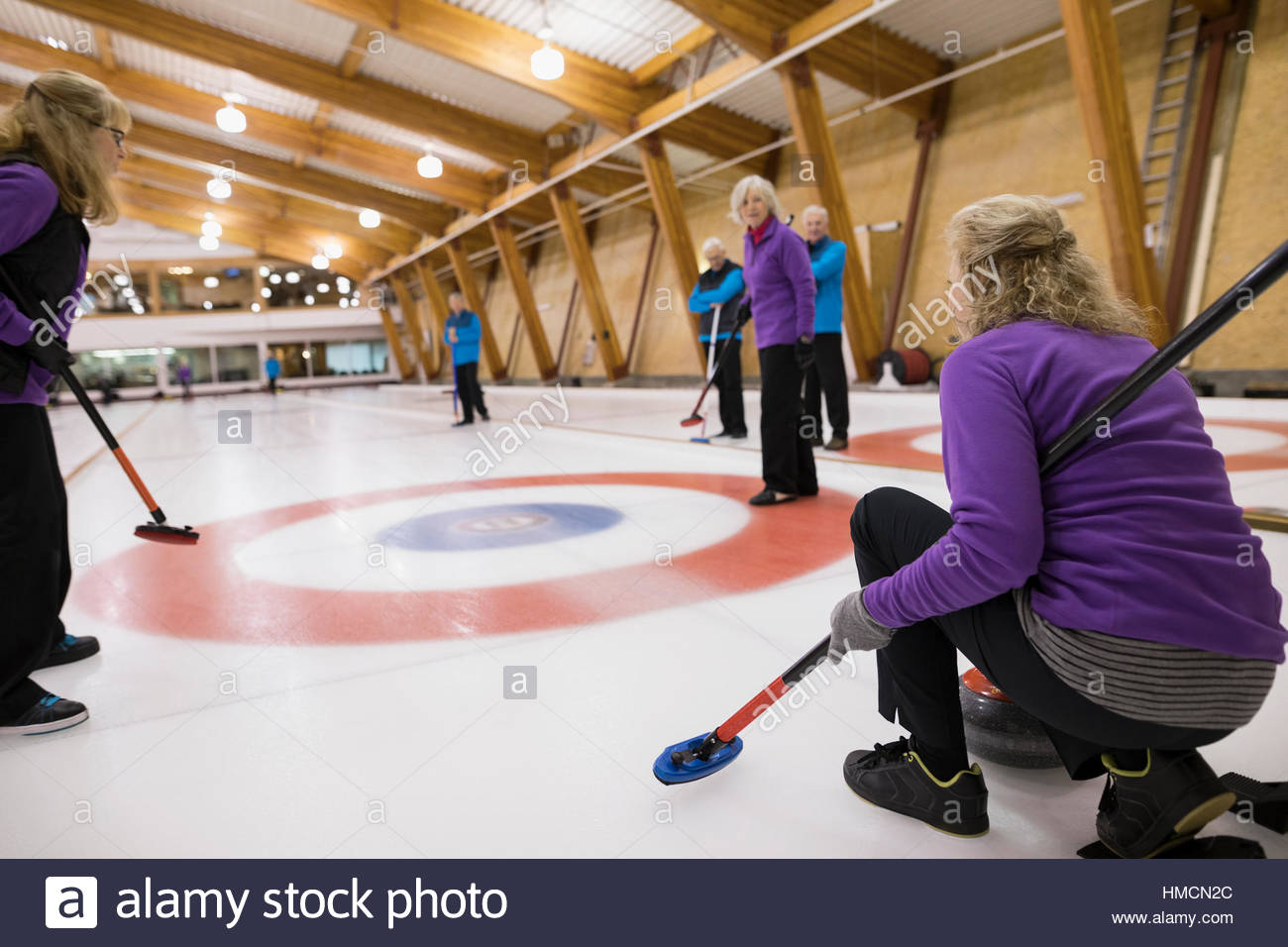 Senior adults curling - Stock Image