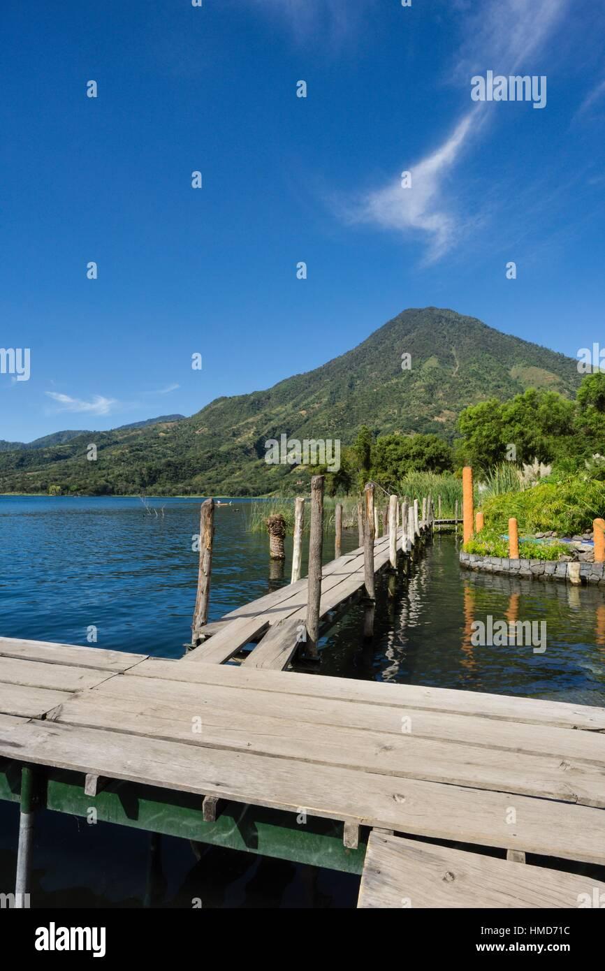 embarcadero frente al volcán San Pedro, suroeste de la caldera del lago de Atitlán , Santiago Atitlán. - Stock Image