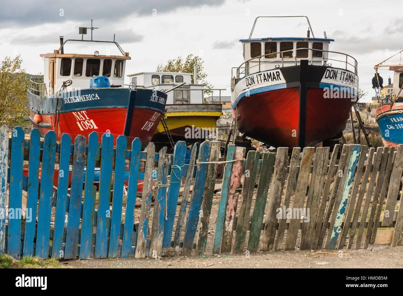 reparacion de barcos de pesca, Puerto Natales, Región de Magallanes , Antártica Chilena, Patagonia, República - Stock Image