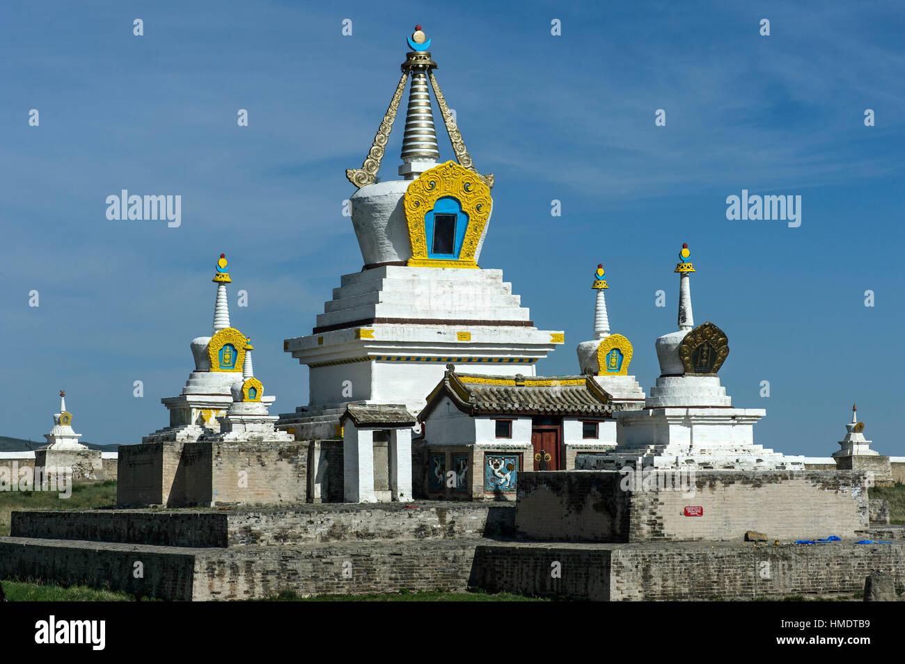 Stupa and temple, Erdene Zuu Khiid monastery, Karakorum, Kharkhorin, Övörkhangai Aimak, Mongolia - Stock Image