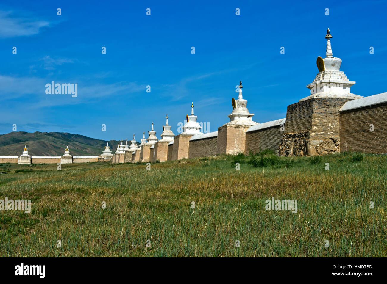 Wall with Soyombo stupas, Erdene Zuu Khiid monastery, Karakorum Kharkhorin, Övörkhangai Aimak, Mongolia - Stock Image