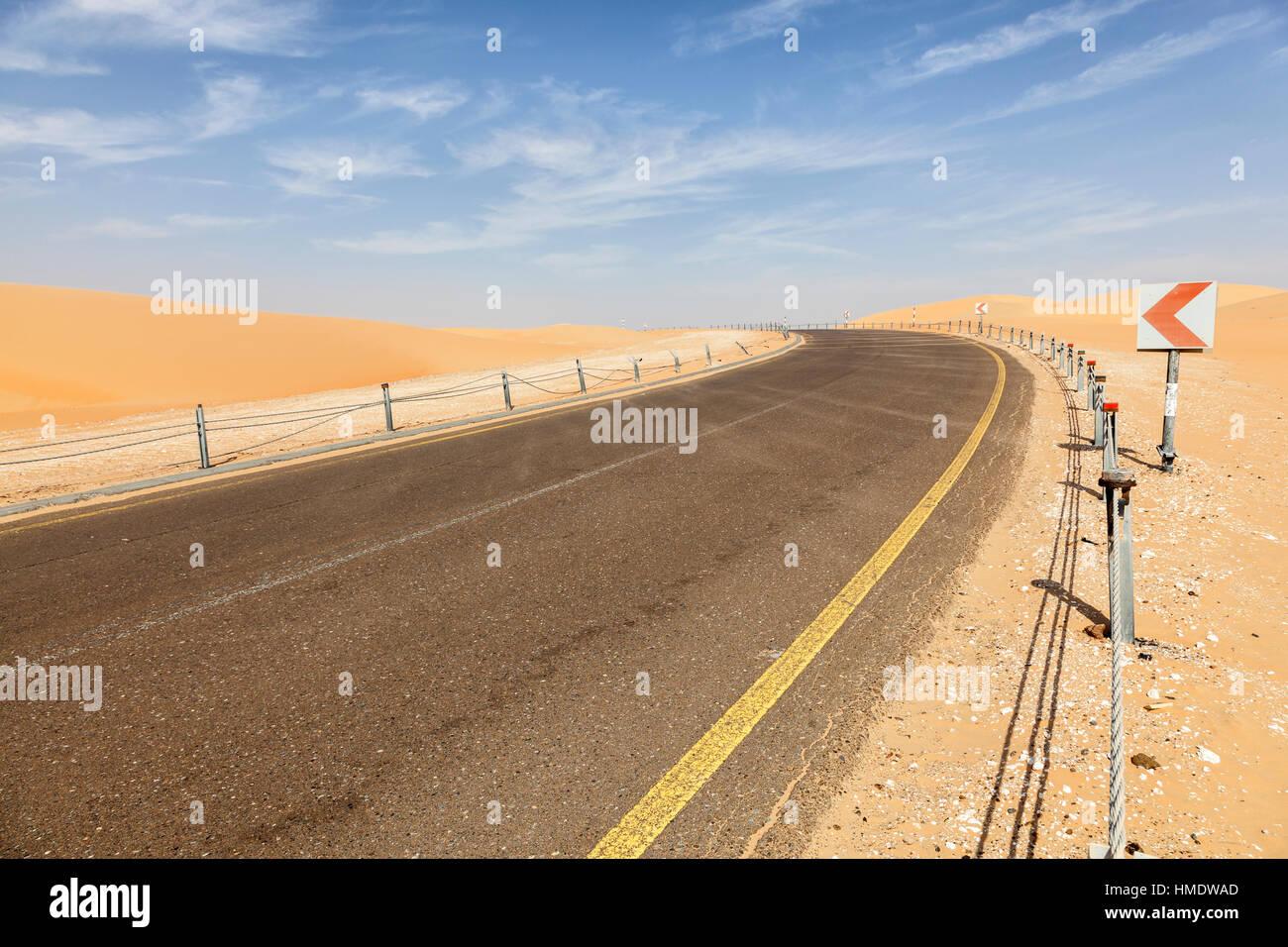Desert road to the Moreeb Dune in Liwa Oasis area - Stock Image