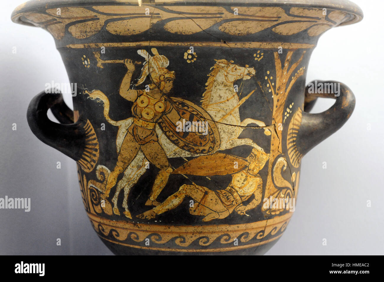 Krater depicting a battle scene. A Samnite strikes a warrior on the ground next to a tree. Detail. Made in Campania. - Stock Image