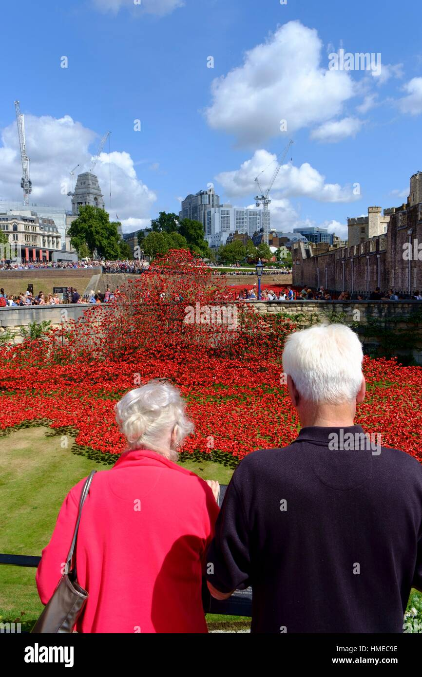 London, England, UK. ´Blood Swept Lands and Seas of Red´ - Poppies in the Moat at the Tower of London. - Stock Image