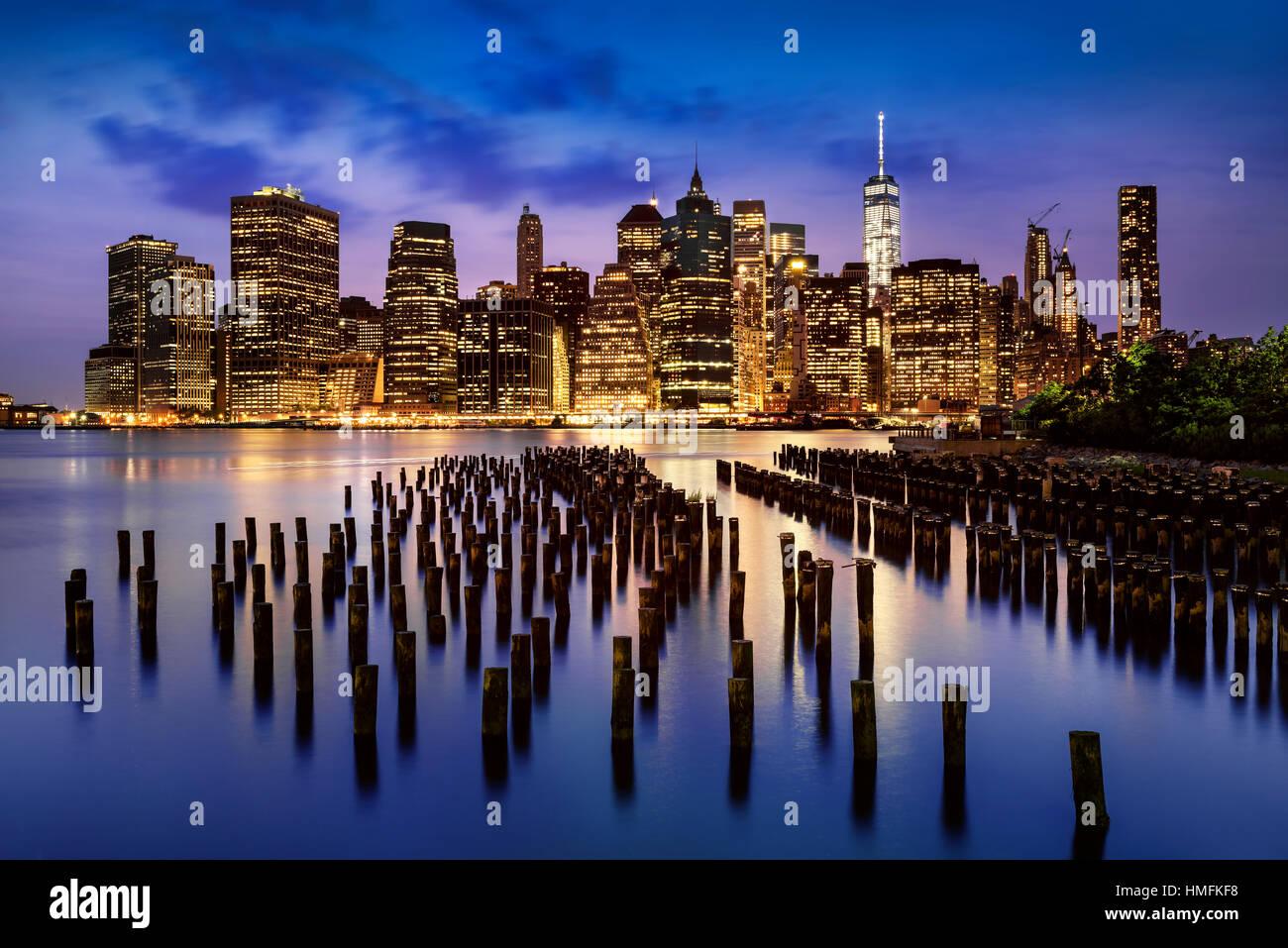 New York City - beautiful sunrise over manhattan with manhattan and brooklyn bridge USA - Stock Image
