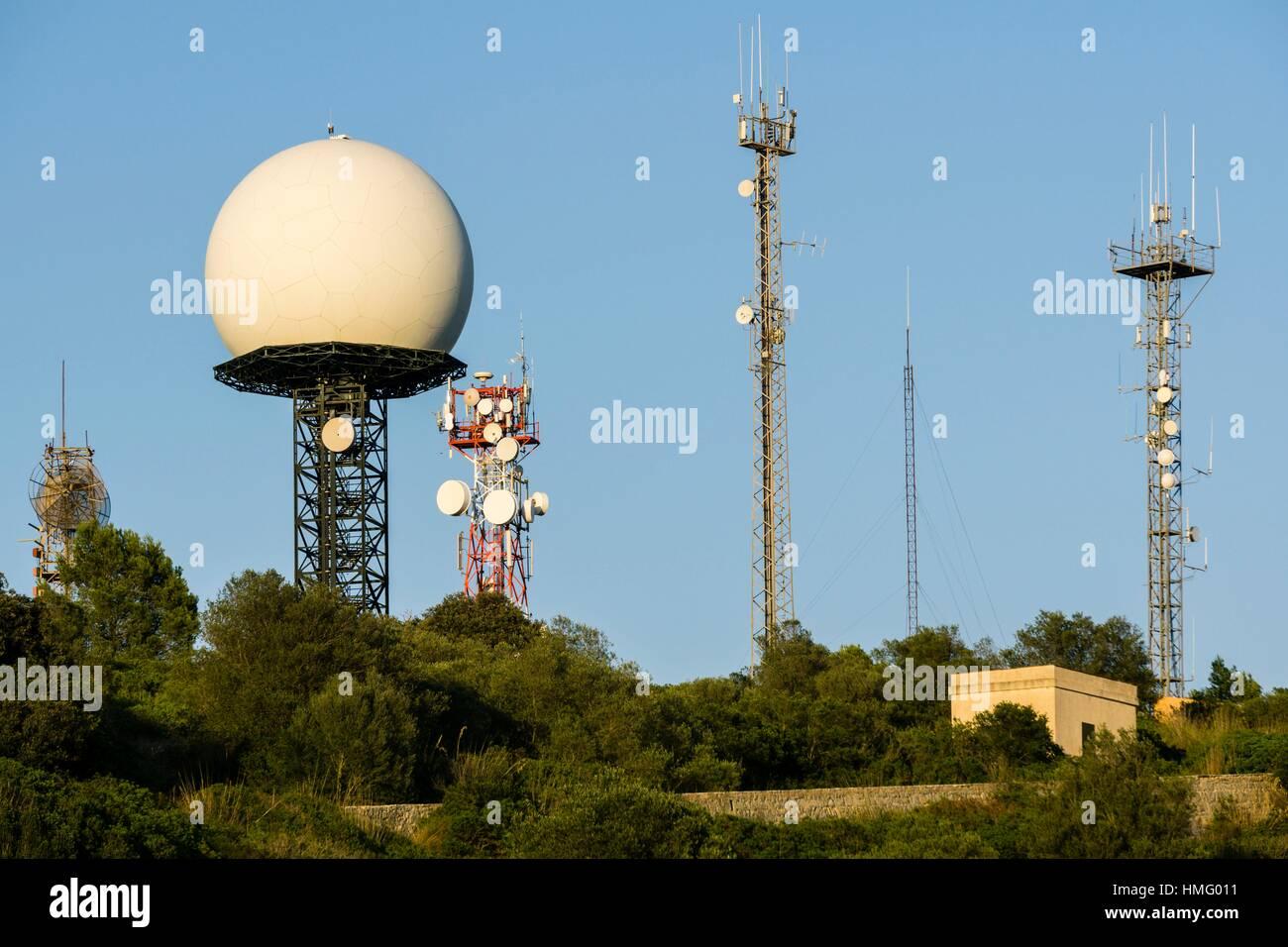 torres de telecomunicaciones y radar. Puig de Randa, Algaida, Mallorca, Spain. - Stock Image