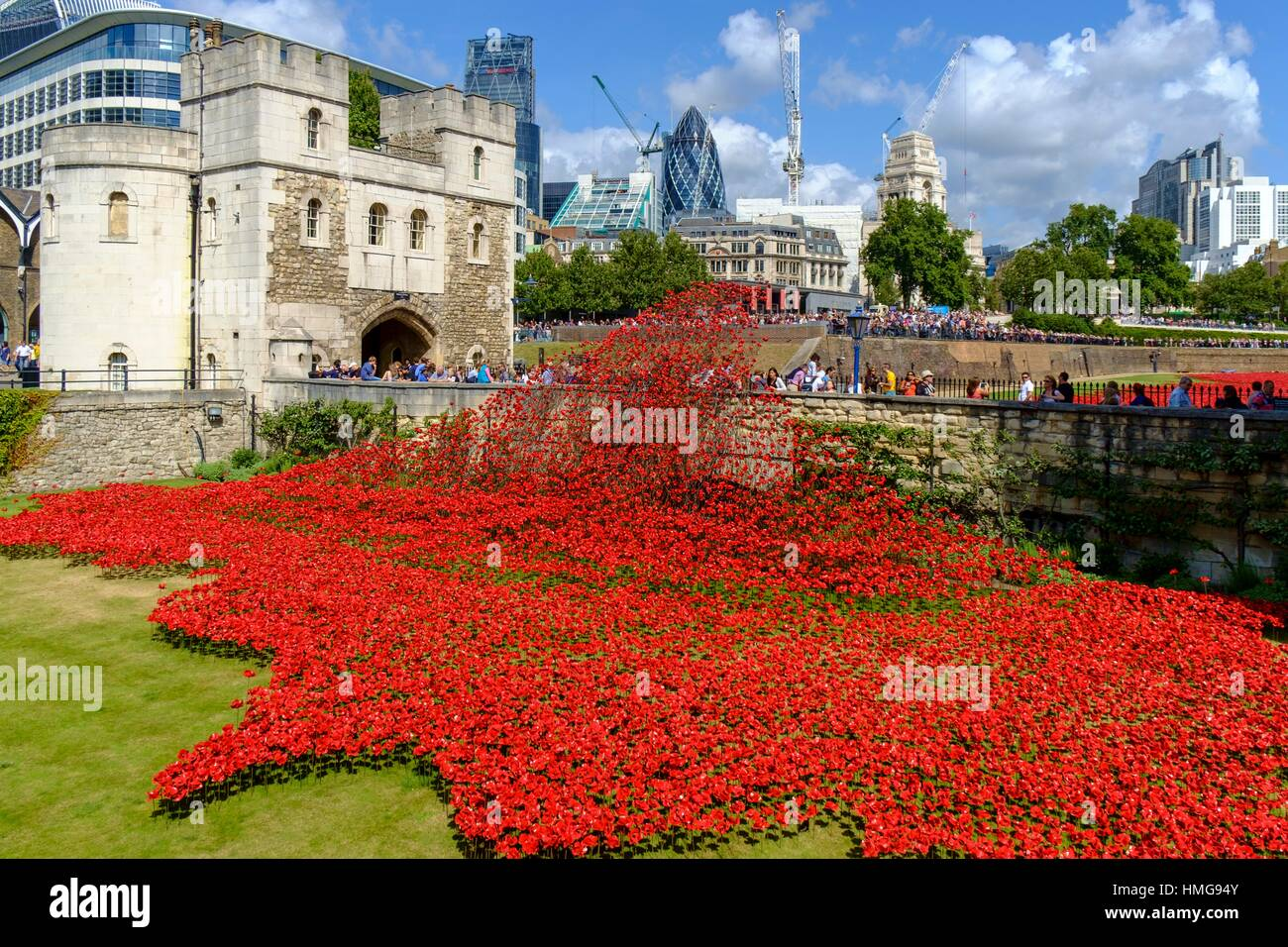 London, England, UK. ´Blood Swept Lands and Seas of Red´ - Poppies in the Moat at the Tower of London. Art installation Stock Photo