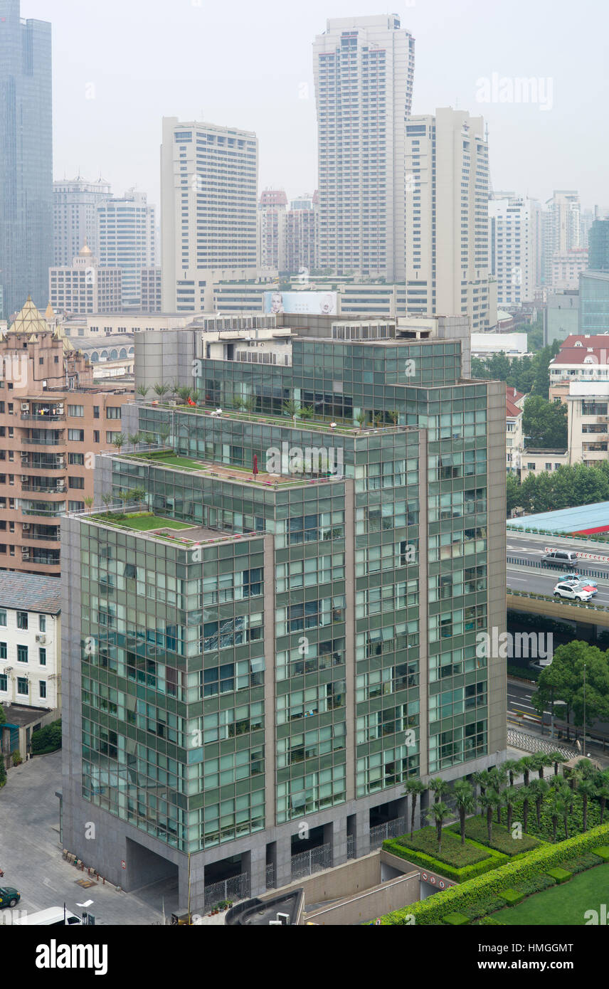 Contrasting building styles, Shanghai, China - Stock Image