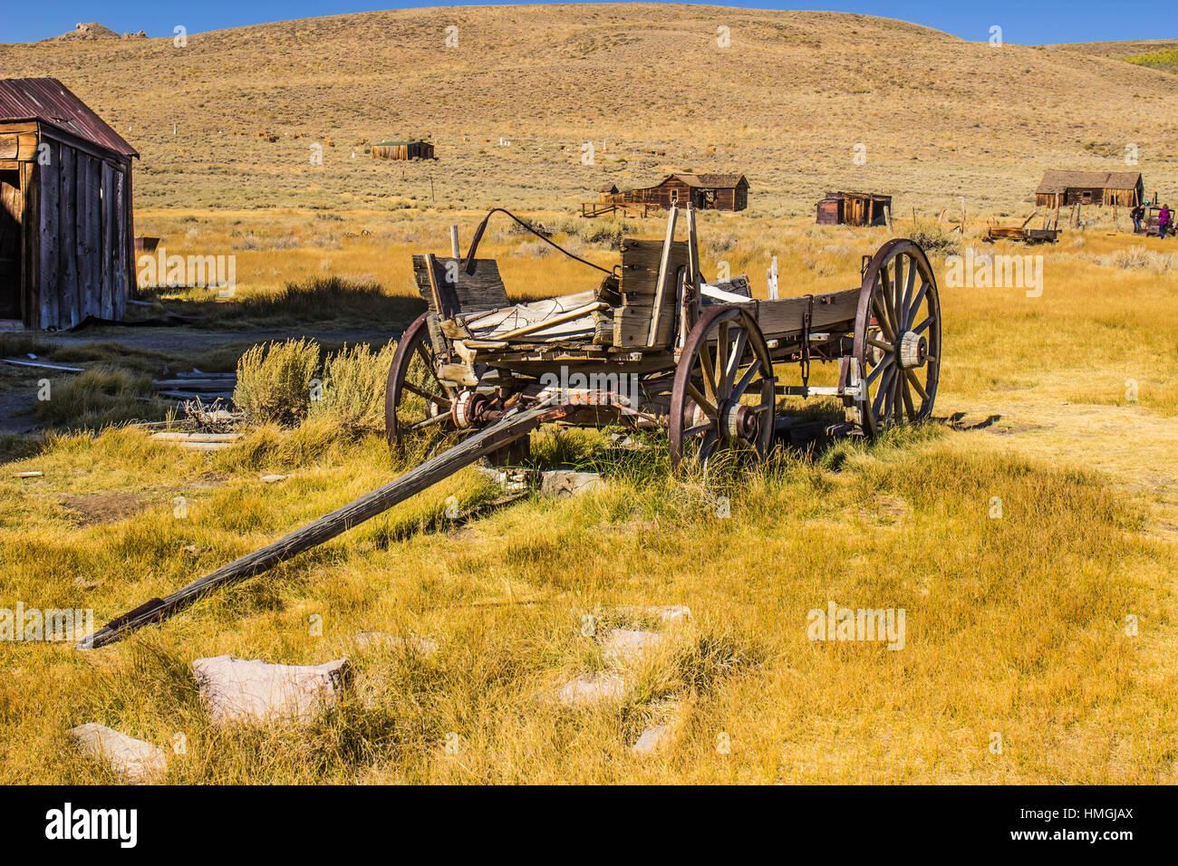 Vintage Wood Wagon Abandoned In High Desert - Stock Image
