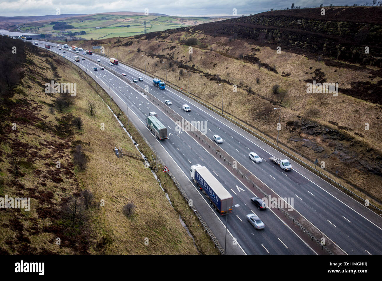View from Scammonden Bridge over the M62 motorway, Scammonden, Kirklees, West Yorkshire - Stock Image