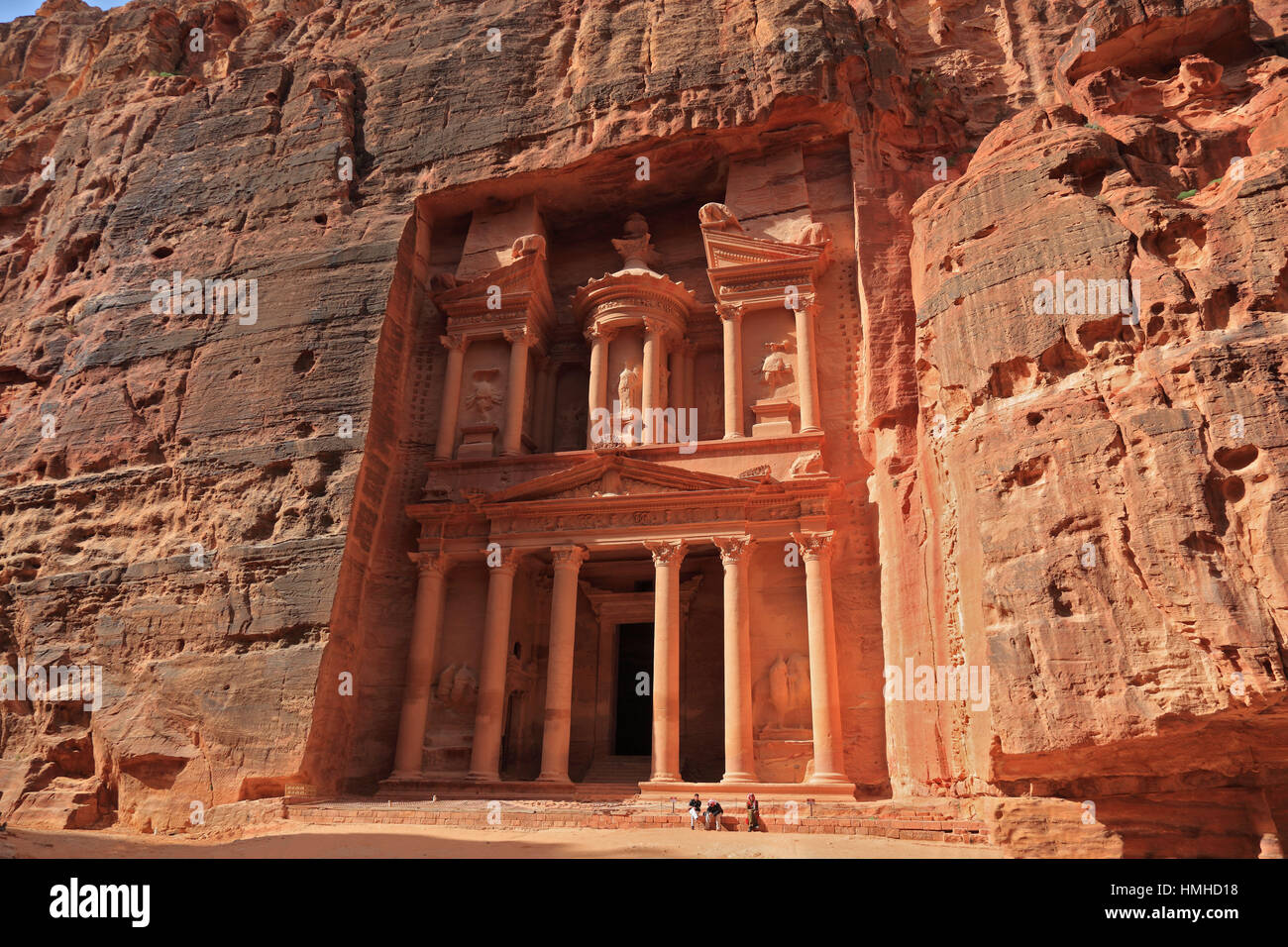 The Khazne al-Firaun, Chaznat al-Firaun, Al-Khazneh, treasure house of the Pharaoh, a mausoleum struck from the rock, abandoned rock city Petra, al-Ba Stock Photo
