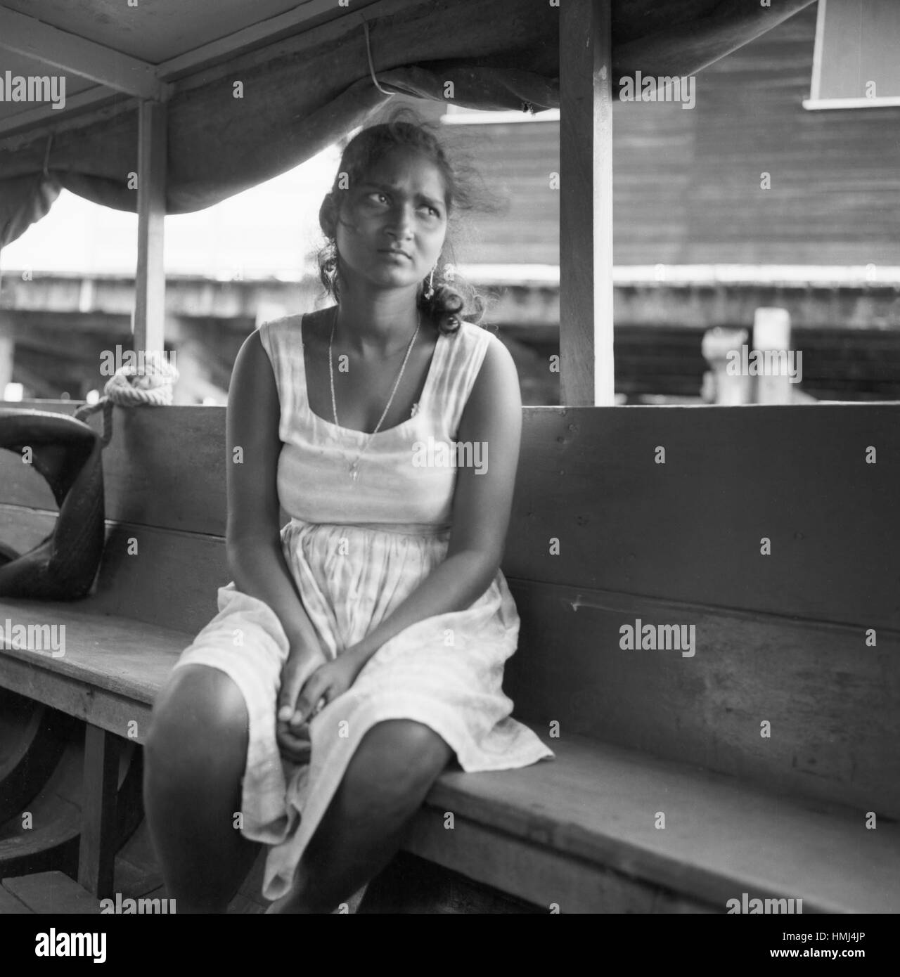 Mädchen auf Boot, Suriname 1966. Girl on a boat, Suriname 1966. - Stock Image
