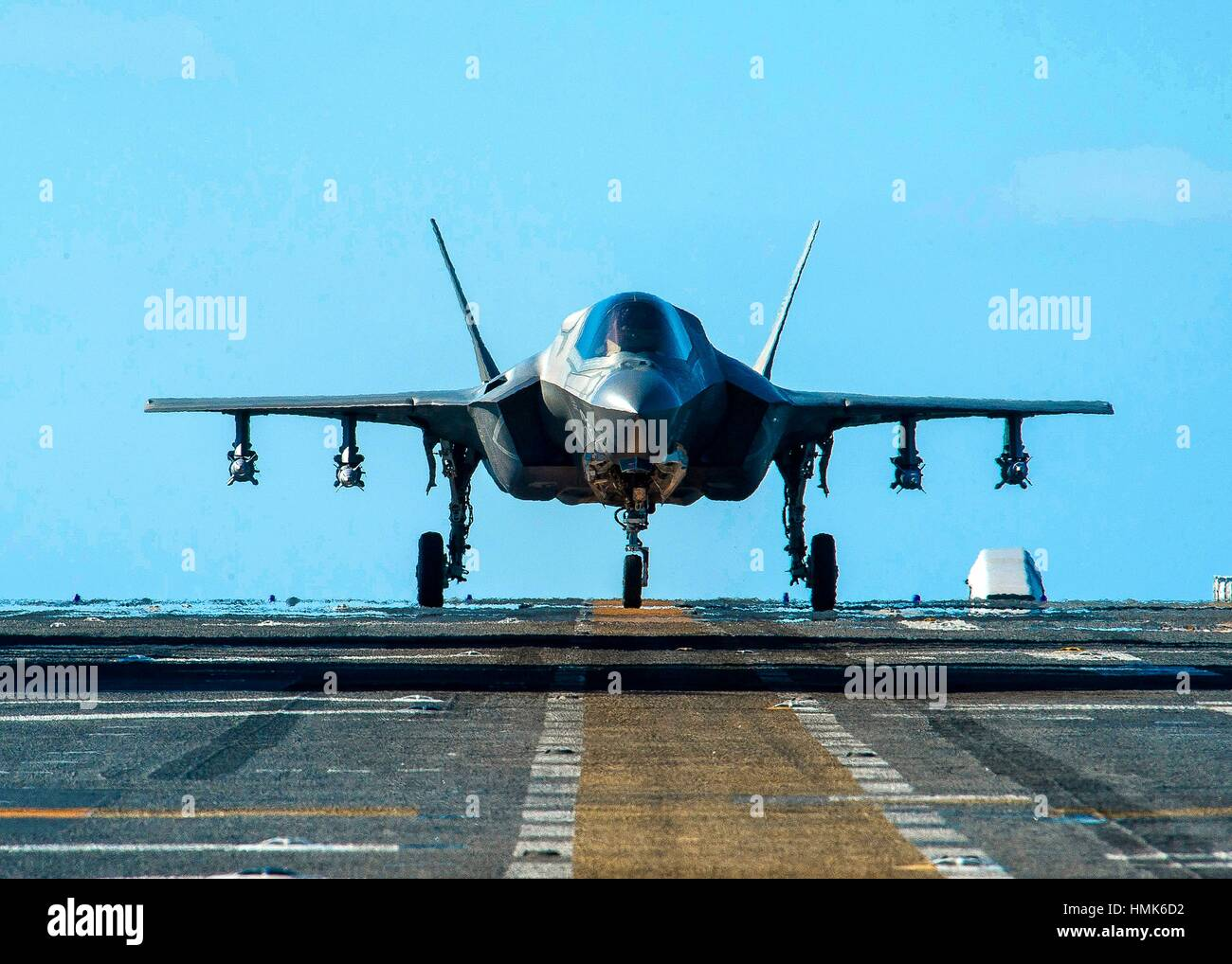 PACIFIC OCEAN (Nov. 5, 2016) An F-35B Lightning II aircraft equipped with inert 500-pound GBU-12 Paveway II laser - Stock Image