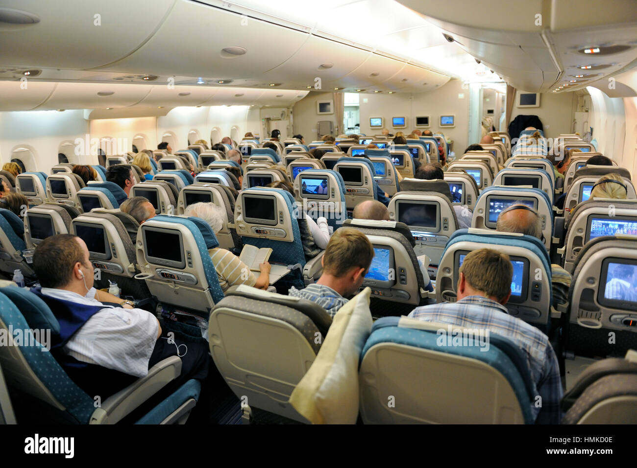 Passengers sitting in economy class cabin seats singapore for Singapore airlines sito italiano