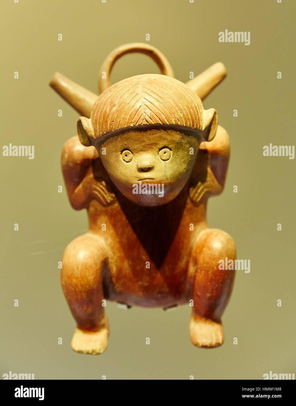 Terracotta statuette from pre-Columbian civilization, Museo del Oro, Gold Museum, Bogota, Cundinamarca, Colombia, - Stock Image