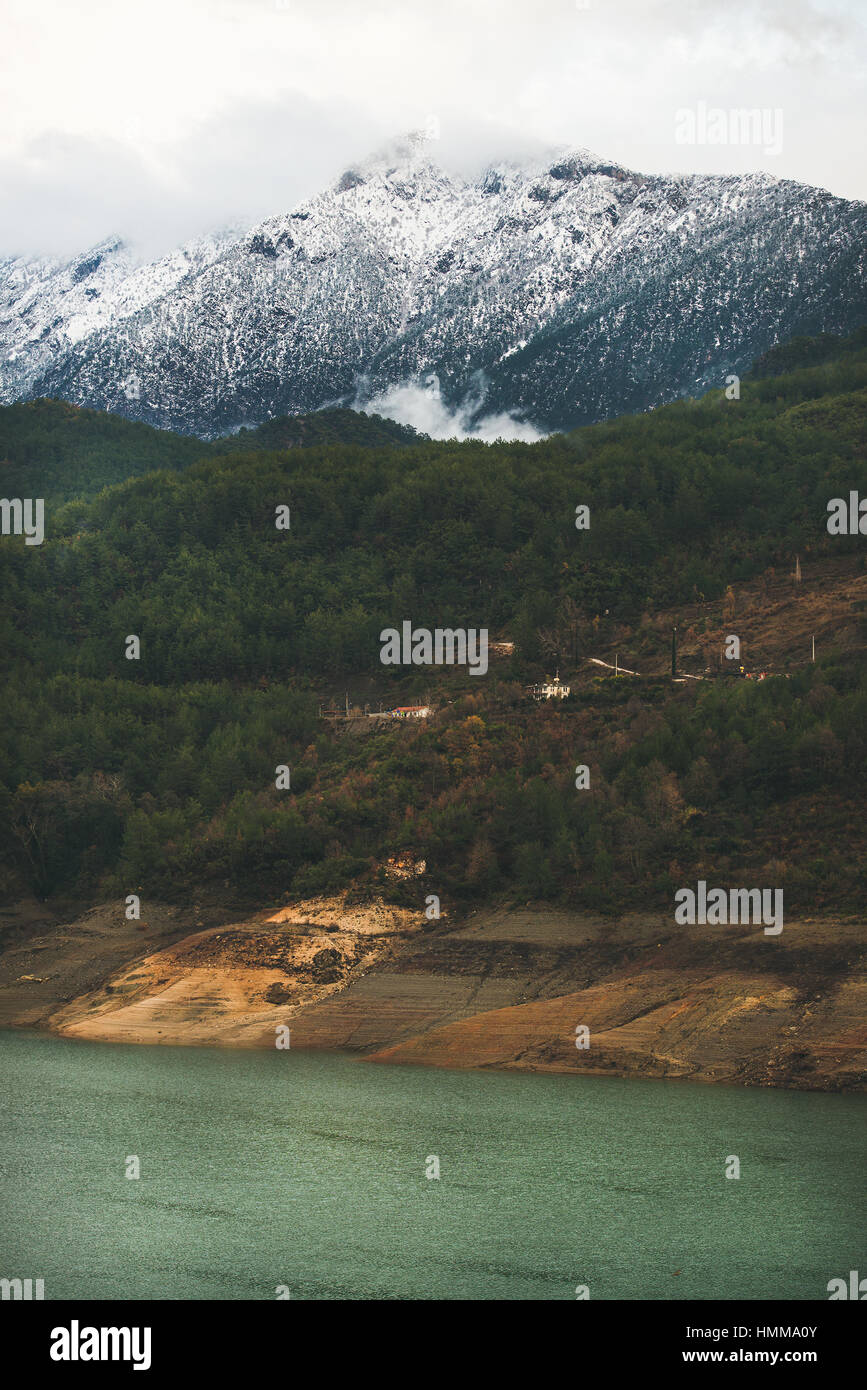 Green slopes of the Taurus mountains and Dim Cay river - Stock Image